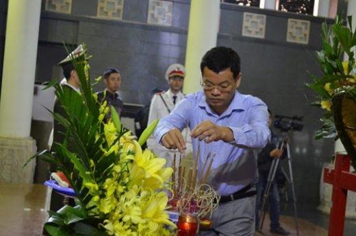 Thép rơi chết người: Gia đình khóc ngất trong lễ viếng