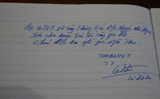 Thứ trưởng Bộ GTVT Lê Đình Thọ viết tại sổ tang