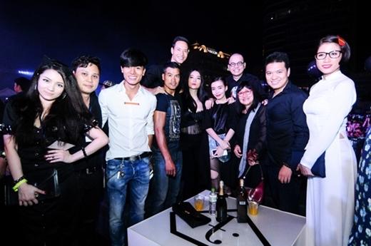 Đoàn làm phim Hương Ga, Thủy Top, Trang Khàn cũng đến dự sự kiện lần này