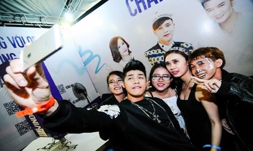 """""""Bắt gặp"""" Noo selfie cùng fans"""