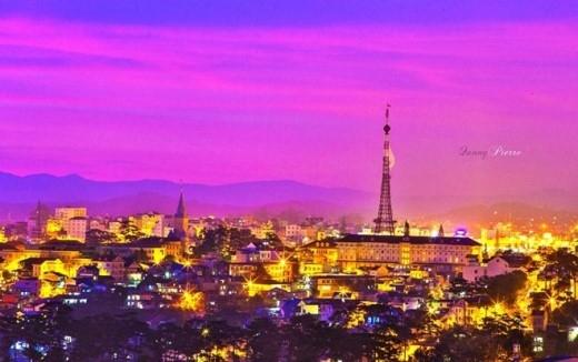 Rực rỡ Đà Lạt về đêm. Trông Đà Lạt như thành phố ánh sáng Paris