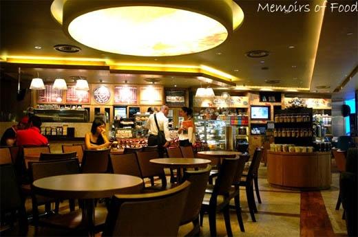 Không gian thanh lịch bên trong cửa hàng Coffee Bean