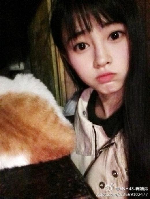 SNH48 là nhóm nước ngoài thứ ba trong đại gia đình AKB48 của Nhật Bản, sau TPE48 ở Đài Bắc (Đài Loan) và JKT48 ở Jakarta (Indonesia). Có lẽ đây cũng là lý do mà cư dân mạng đặc biệt chú ý đến Tịnh Y