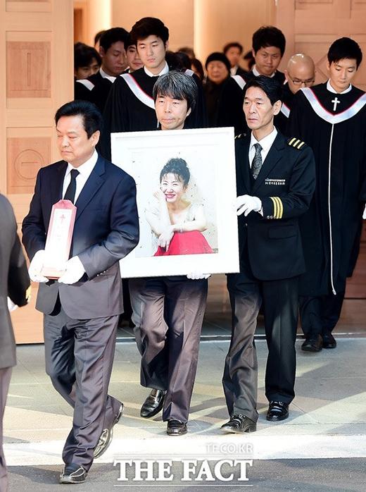 Nghẹn ngào tiễn biệt bà mẹ quốc dân Kim Ja Ok