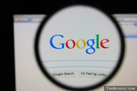 3. Google sở hữu hàng loạt tên miền tương tự với google.com. Đây là nỗ lực để tránh việc cái tên nổi tiếng của hãng bị lợi dụng vào mục đích xấu. Bên cạnh đó, việc người dùng gõ sai tên của Google cũng rất đáng lưu tâm, nhất là từ googel với 5 triệu lượt gõ sai mỗi tháng. Do đó, gã khổng lồ tìm kiếm muốn chuyển hướng các trang truy cập như thế về trang web chính thức để tiện lợi cho người dùng. Chưa hết, Google cũng sở hữu cả tên miền 466453 - con số tương đương với tên của hãng.