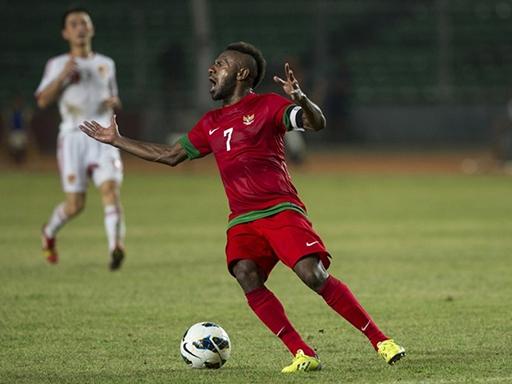 Boaz Salossa là chân sút rất nguy hiểm của Indonesia khi từng ghi bàn vào lưới ĐTVN.