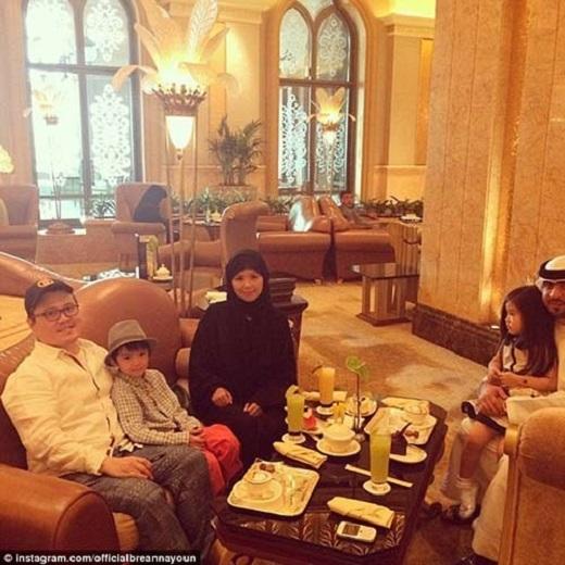 Cả gia đình của cô bé đã chuyển qua Dubai