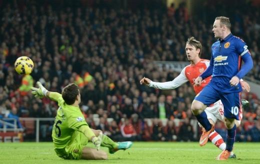 Rooney nâng tỷ số lên 2-0 từ đường kiến tạo của Di Maria. Ảnh: EPA.