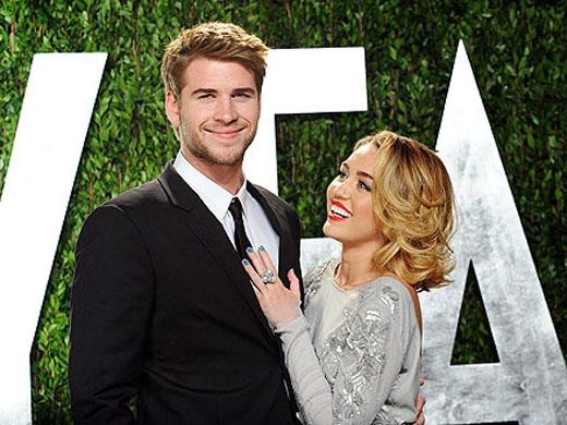 Năm 2012 đánh dấu một năm hạnh phúc của MileykhiLiamđã cầu hôn cô bằng một chiếc nhẫn kim cương 3.5 cara sau 3 năm hẹn hò. Họ đã chính thức đính hôn!