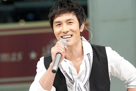 Chỉ sau vài năm ra mắt với tư cách thành viên của Shinhwa, Kim Dong Wan bắt đầu chạm ngõ với lĩnh vực diễn xuất. Trong một thời điểm, công chúng đã đánh giá rằng Kim Dong Wan sẽ gặt hái được nhiều thành công với diễn xuất hơn là ca sĩ. Anh đã từng giành được nhiều giải thưởng cho những vai diễn trong phim truyền hình. Một trong bộ phim đáng chú ý nhất của Kim Dong Wan là phim Cheer Up, Mr.Kim được phát sóng vào năm 2012.