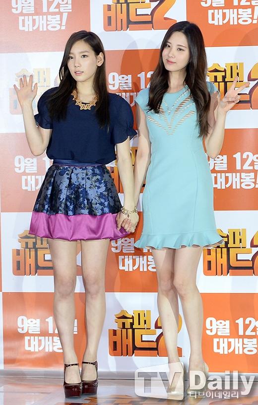 Nếu là lần đầu tiên nhìn thấy Taeyeon và Seohyun, chắc hẳn các fan sẽ bất ngờ khi cô chị cả Taeyeon lại sở hữu gương mặt cực kỳ trẻ con. Trong khi đó, mặc dù là em út của SNSD, nhưng Seohyun có vẻ trưởng thành hơn các chị của mình.