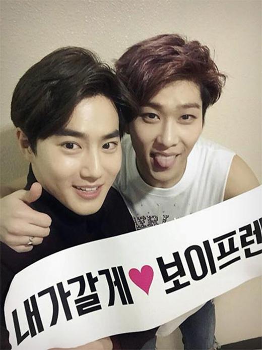 Boyfriend vừa hoàn thành concert của mình và Hyunseong đã khoe hình cám ơn Suho (EXO) đã đến ủng hộ nhóm.