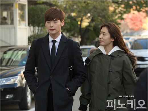 Lee Jong Suk bỏ lơ sự quan tâm của Park Shin Hye