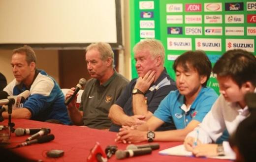 Trước vòng bảng AFF Suzuki Cup, phóng viên báo đài các nước Indonesia, Philippines, Lào và một số phóng viên truyền hình quốc tế đã có mặt tại Việt Nam để tác nghiệp.
