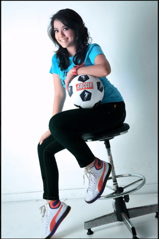Nhưng bóng đá vẫn là môn thể thao cô yêu thích nhất