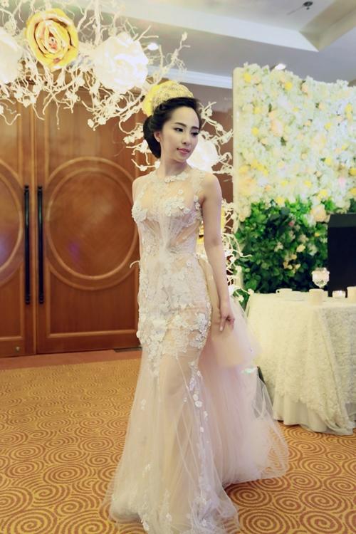 Cô dâu Quỳnh Nga lộng lẫy và xinh đẹp trong bộ váy cưới 6.000 USD - Tin sao Viet - Tin tuc sao Viet - Scandal sao Viet - Tin tuc cua Sao - Tin cua Sao