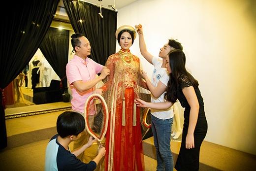 Thay vào đó là một bộ trang phục vô cùng đặc biệt - Tin sao Viet - Tin tuc sao Viet - Scandal sao Viet - Tin tuc cua Sao - Tin cua Sao