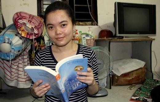 Hiền nhận đươc nhiều sách của bạn bè xa lạ gửi tặng. Cô dành nhiều thời gian để đọc như là một cách quên đi bệnh tật.