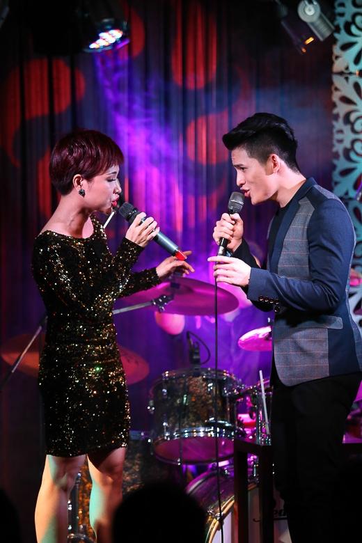 Uyên Linh tái ngộ Văn Mai Hương trong minishow của Quốc Thiên - Tin sao Viet - Tin tuc sao Viet - Scandal sao Viet - Tin tuc cua Sao - Tin cua Sao
