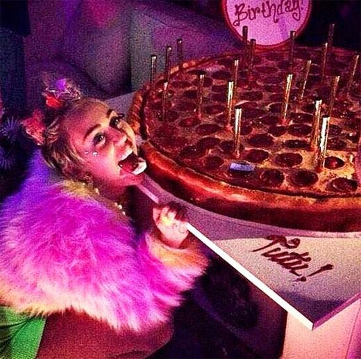 Hình ảnh mới nhất của Miley vào sinh nhật 22 tuổi của cô nàng