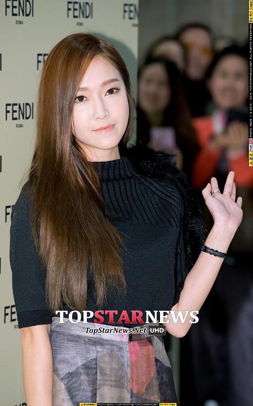 Jessica căng thẳng trong sự kiện tại Hàn sau khi rời nhóm