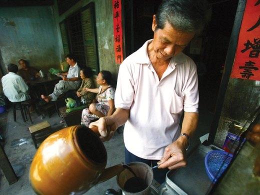 """Những món ăn """"độc lạ"""" đang khiến giới trẻ Sài Gòn mê mẩn"""