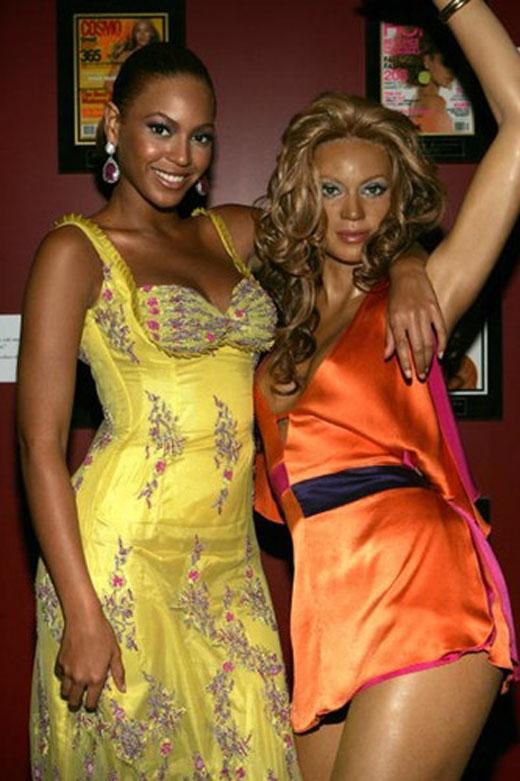 Beyoncé có vẻ khá thân thiết với bản sao của mình