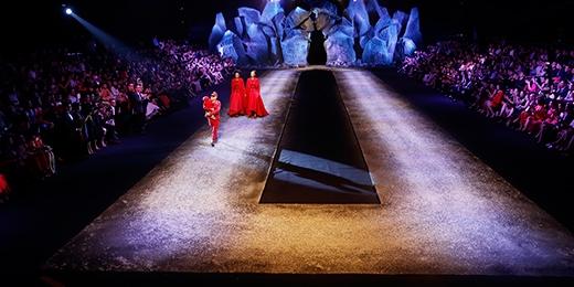 Sân khấu hoành tráng của show diễn The Twins