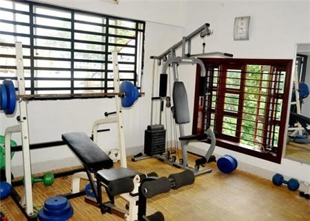 Phòng gym trên tầng thượng để Lý Hải có thể giữ gìn một cơ thể khỏe mạnh, săn chắc. - Tin sao Viet - Tin tuc sao Viet - Scandal sao Viet - Tin tuc cua Sao - Tin cua Sao