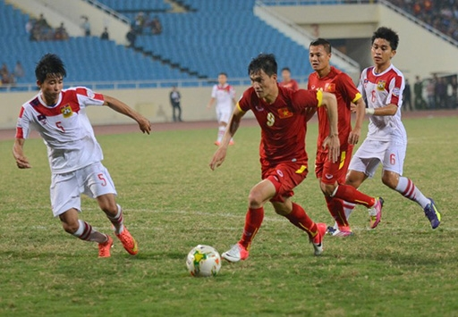 Công Vinh là cầu thủ chơi tốt nhất trên hàng công ĐTVN trong trận thắng Lào 3-0. Ảnh: Hoàng Tâm.