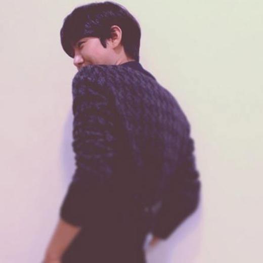 Kwanghee không chia sẻ gì trên trang cá nhân, chỉ đăng tải tấm ảnh chiếc lưng quyến rũ của mình.