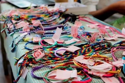 Bên cạnh đó còn có các gian hàng handmade, nổi bật là gian hàng mang hơi hướng Latin của nhãn hàng Colorida.