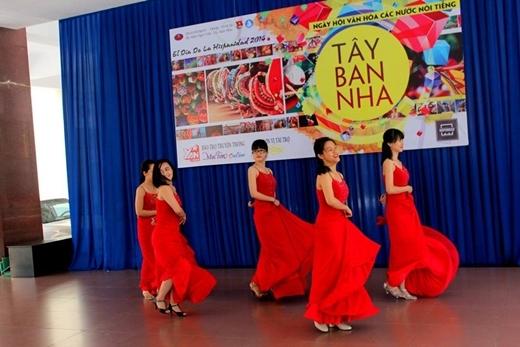 Và đương nhiên không thể thiếu các điệu múa flamenco quyến rũ.