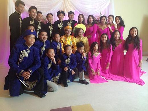 Đám cưới vàng diễn ra trong không khí ấm cúng, hạnh phúc bên các con cháu - Tin sao Viet - Tin tuc sao Viet - Scandal sao Viet - Tin tuc cua Sao - Tin cua Sao