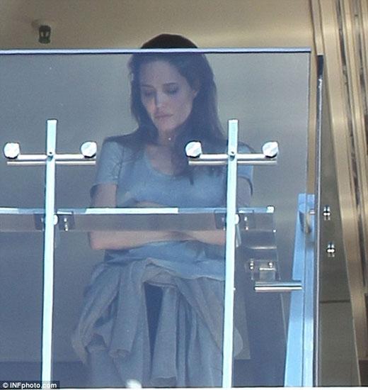 Angelina Jolie căng thẳng sau trận cãi vã với Brad Pitt