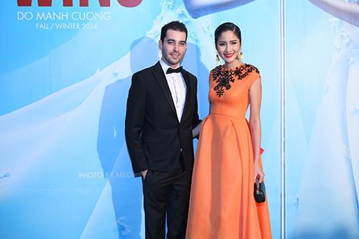 Hoa hậu Hoàn vũ Thái Lan 2007 Farun Yuthithum nổi bật trong bộ váy cam - Tin sao Viet - Tin tuc sao Viet - Scandal sao Viet - Tin tuc cua Sao - Tin cua Sao