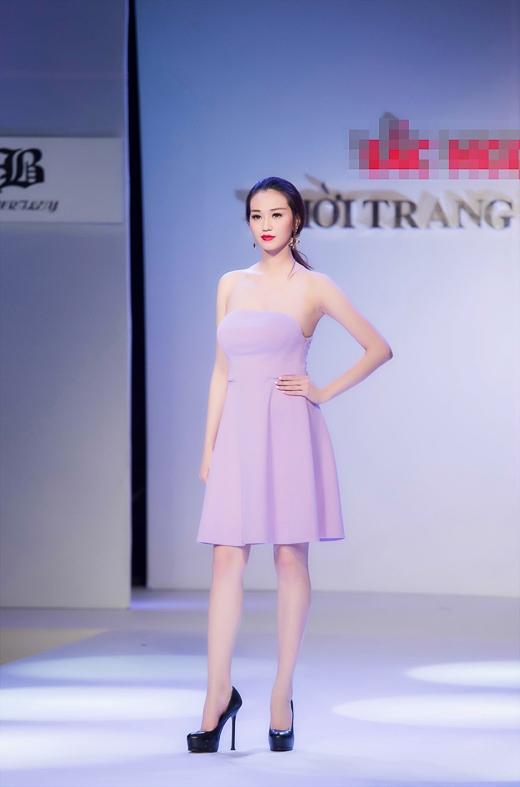 Hậu scandal, Khánh My tái xuất sàn mẫu với hình ảnh quyến rũ