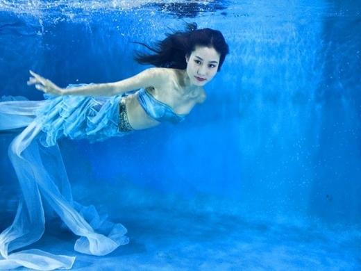 Diễm Myđã hoá thân thành nàng tiên cá nóng bỏng trong bể bơi. - Tin sao Viet - Tin tuc sao Viet - Scandal sao Viet - Tin tuc cua Sao - Tin cua Sao
