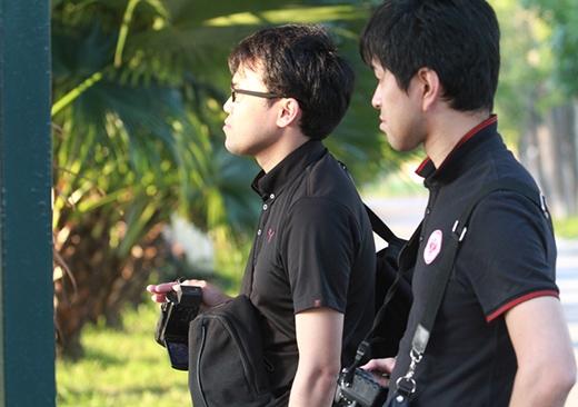 Phóng viên Ueda và Takahira đến từ Nhật Bản. Họ cho biết HLV Miura khá có tiếng tại quê hương nên nhiều người muốn có thông tin về đội bóng mà ông dẫn dắt.