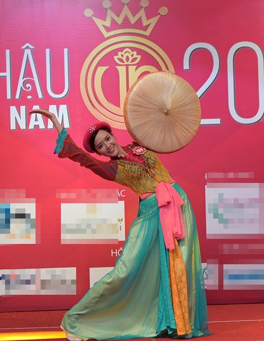 Ngọc Quý mang đến bài múa dân gian của vùng quê Bắc Bộ