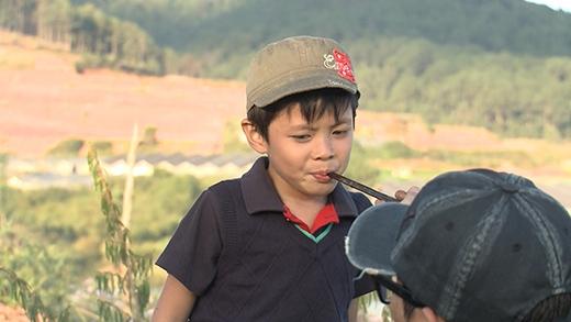Hai bé Tê Giác và Bờm được thử trước món ăn của bố nấu - Tin sao Viet - Tin tuc sao Viet - Scandal sao Viet - Tin tuc cua Sao - Tin cua Sao