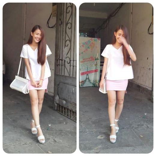 Hot girl Ngọc Thảo duyên dáng và nữ tính với áo trơn, váy pastel ngắn ôm sát phối hợp hài hòa với các phụ kiện cùng tông màu