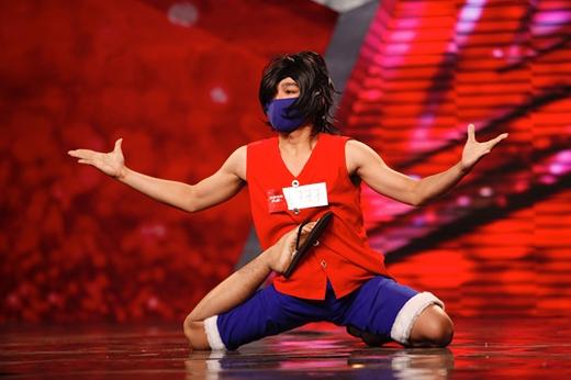 Chàng trai uốn dẻo Lâm Thành Đạt từng ấn tượng với khán giả trong vòng loại sân khấu.