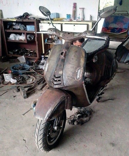 Hình ảnh sơ bộ Vespa 946 của thợ Việt.