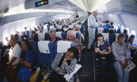 ' Ngồi cùng một hàng ghế, nhưng chắc chắn mỗi người đã mua vé với giá tiền khác nhau. Ảnh: Thesundaytimes'