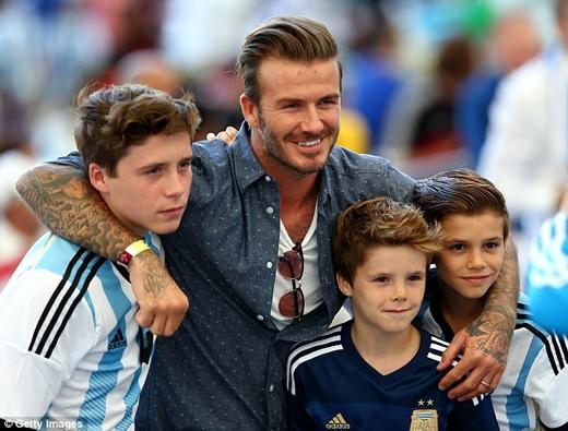 David Beckham gặp tai nạn xe hơi