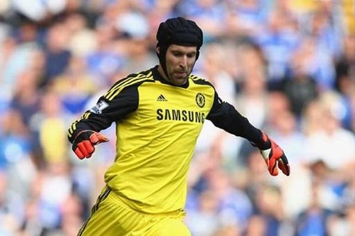 10. Petr Cech từ Chelsea đến Arsenal.