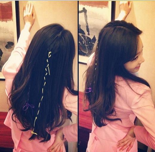 Sau khi tham gia buổi fan meeting ở Bắc Kinh, Taeyeon liền khoe tóc được thắt bím bởi Tiffany cực đáng yêu.