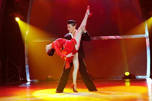 Cặp đôi Đức Tiến - Mỹ An mang đến điệu nhảy Chachacha đầy sôi động.