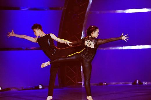 Kết hợp hot boy Sơn Lâm, Huỳnh Mến đã nét mặt đầy cảm xúc trong đứa con tinh thần của chính mình.